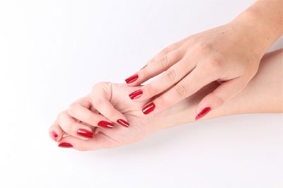 Simple-Red-Nail-Art-Designs-Ideas-For-Girls-2013-2014-5