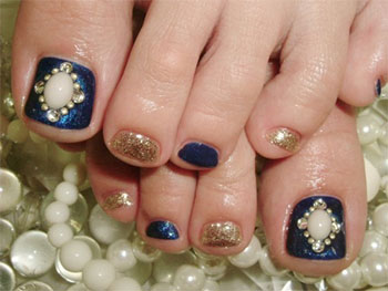 Best-New-Year-Toe-Nail-Art-Designs-Ideas-2013-2014-4