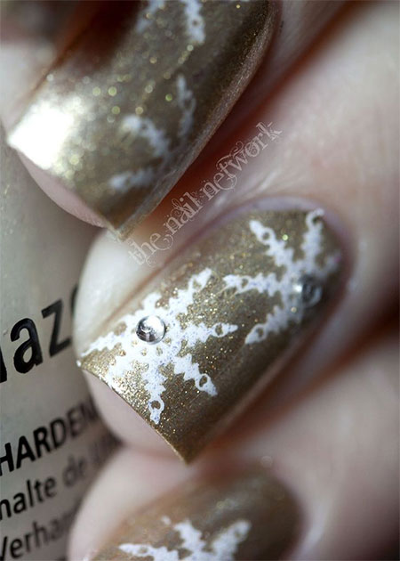 Elegant-Snowflake-Nail-Art-Designs-Ideas-2013-2014-10