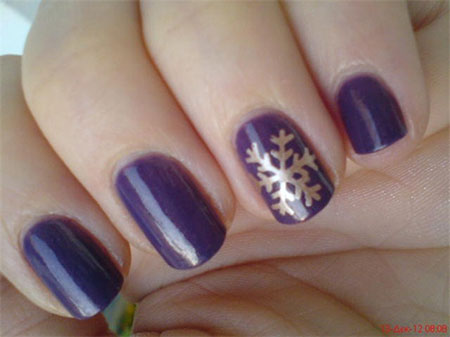 Elegant-Snowflake-Nail-Art-Designs-Ideas-2013-2014-7