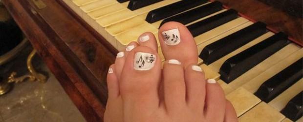 Music-Themed-Toe-Nail-Art-Design-Idea-2014