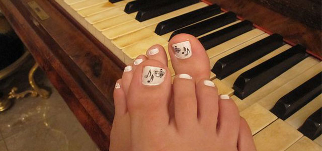 Music-Themed-Toe-Nail-Art-Design-Idea-2014