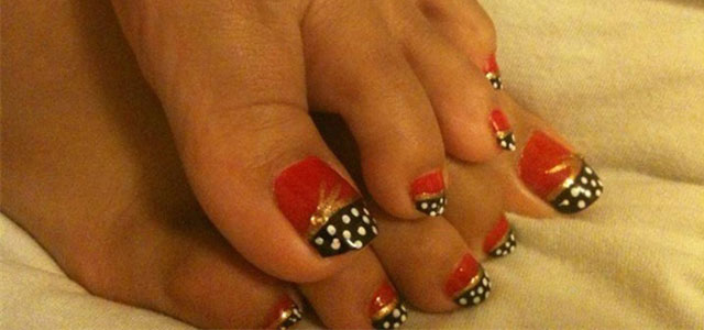 Inspiring-Wonder-Woman-Toe-Nail-Art-Design-Idea-2014
