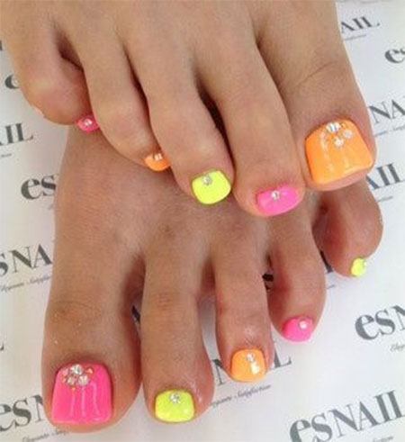 20-Easy-Simple-Toe-Nail-Art-Designs-Ideas-Trends-For-Beginners-Learners-2014-10