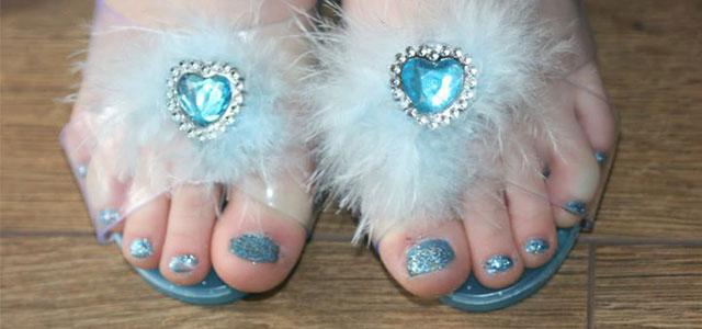 Disney-Themed-Frozen-Toe-Nail-Art-Design-Idea-2014