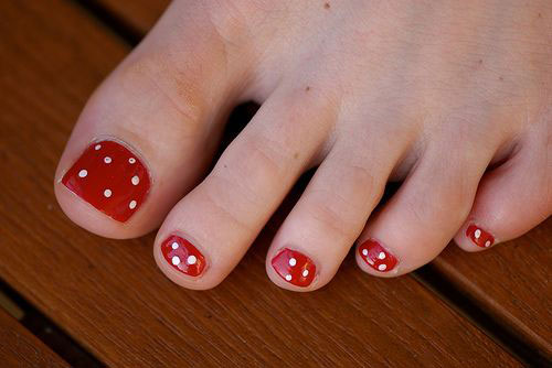 Easy-Polka-Dots-Toe-Nail-Art-Designs-Ideas-Trends-2014-8