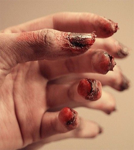 15-Creepy-Halloween-Zombie-Nail-Art-Designs-Ideas-Trends-Stickers-2014-14