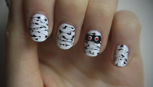15-Scary-Halloween-Mummy-Nail-Art-Designs-Ideas-Trends-Stickers-2014-12