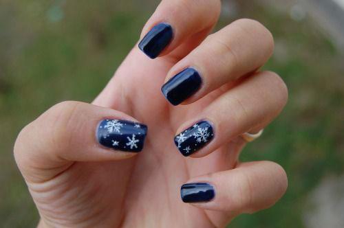 20-Best-Winter-Snowflake-Nail-Art-Designs-Ideas-Trends-Stickers-2014-6