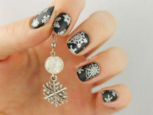 20-Best-Winter-Snowflake-Nail-Art-Designs-Ideas-Trends-Stickers-2014-7