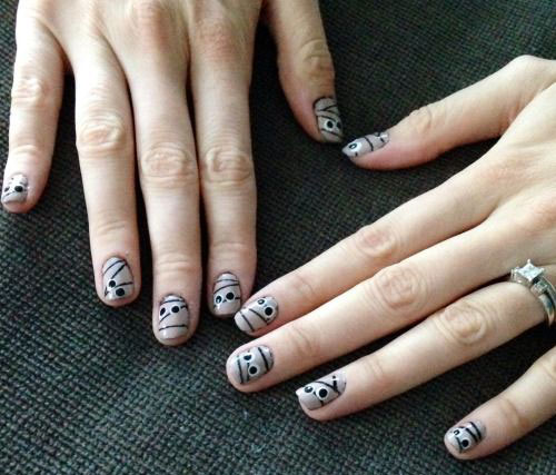 15-Halloween-Inspired-Mummy-Nail-Art-Designs-Ideas-Stickers-2015-2
