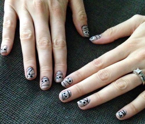 15-Halloween-Inspired-Mummy-Nail-Art-Designs-Ideas-Stickers-2015-2