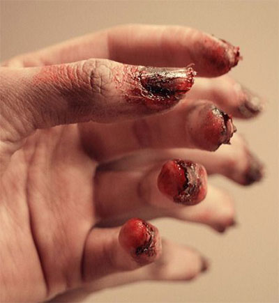 20-Zombie-Nail-Art-Designs-Ideas-2016-Halloween-Nails-17