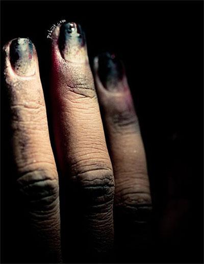 20-Zombie-Nail-Art-Designs-Ideas-2016-Halloween-Nails-21