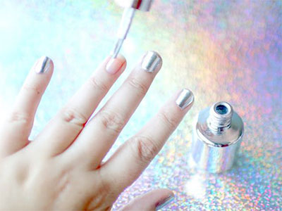 Easy-Simple-Chrome-Nail-Art-Tutorials-For-Beginners-2017-7