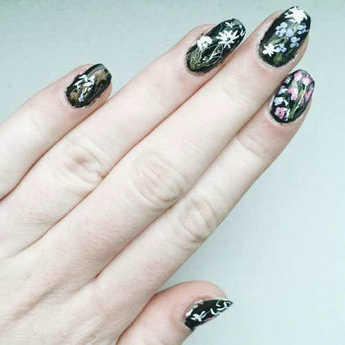 15-Spring-Black-Floral-Nails-Art-Designs-Ideas-2017-2