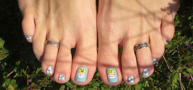 Easter-Toe-Nail-Art-Designs-Ideas-2017-f
