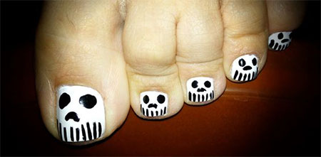 15-Halloween-Toe-Nails-Art-Designs-Ideas-2017-9