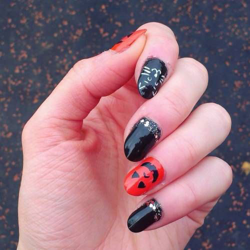 10-Black-White-Red-Halloween-Nails-Art-Designs-Ideas-2018-6