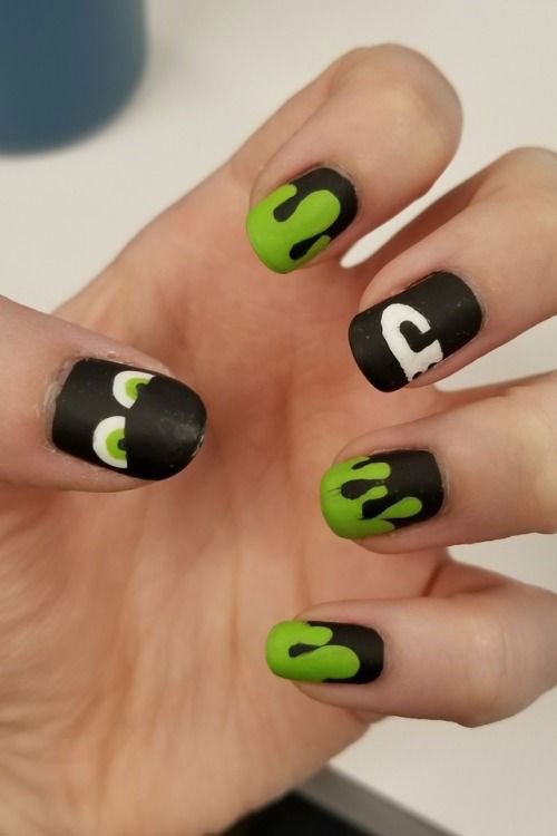 12-Easy-Simple-Halloween-Nails-Art-Designs-Ideas-2018-10