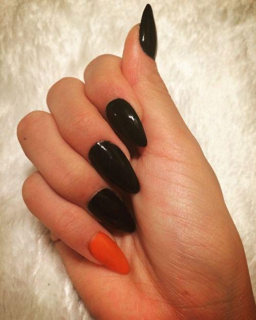 12-Easy-Simple-Halloween-Nails-Art-Designs-Ideas-2018-8