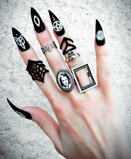 15-Halloween-Witch-Nails-Art-Designs-Ideas-2018-15