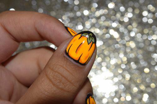 18-Cute-Halloween-Pumpkin-Nails-Art-Designs-Ideas-2018-18