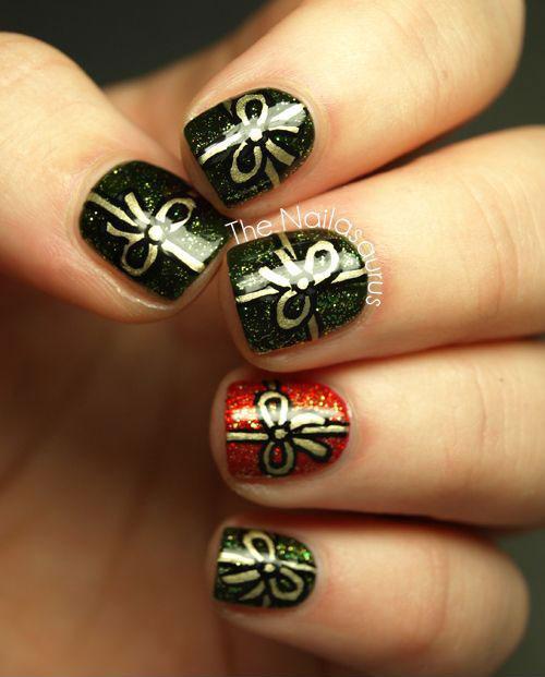 15-Christmas-Present-Nail-Art-Designs-&-Ideas-2018-Xmas-Nails-15