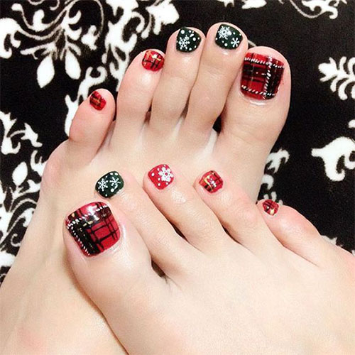 20-Christmas-Toe-Nail-Art-Designs-Ideas-Stickers-2018-Xmas-Nails-17