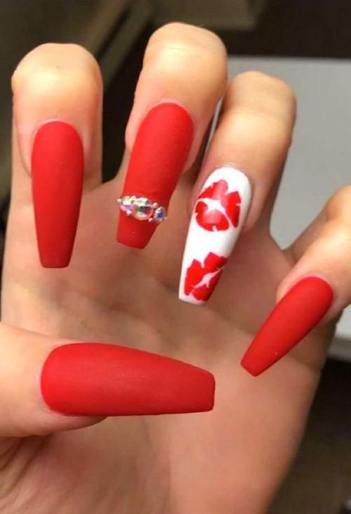 Coffin-Valentine's-Day-Nail-Art-Designs-2020-Vday-Nails-10