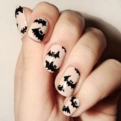 20-Halloween-Spooky-Bat-Nail-Art-Ideas-2020-5