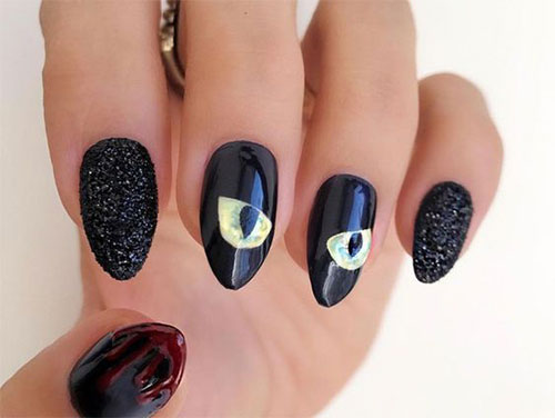 Creepy-Scary-Halloween-Nail-Art-2020-18