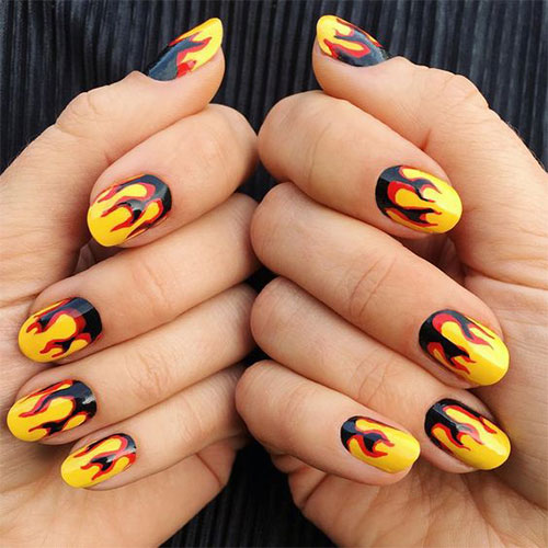Creepy-Scary-Halloween-Nail-Art-2020-6
