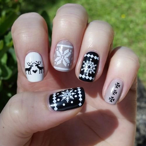 Ugly-Christmas-Sweater-Nail-Art-Designs-2020-December-Nails-12