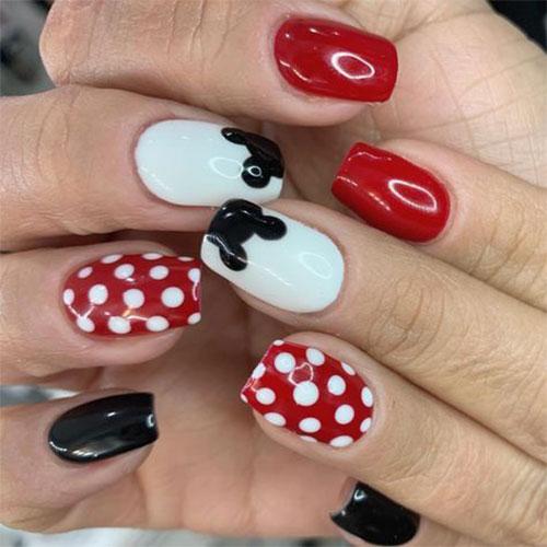 Christmas-Disney-Nails-Art-Designs-2020-Holidays-Nails-3