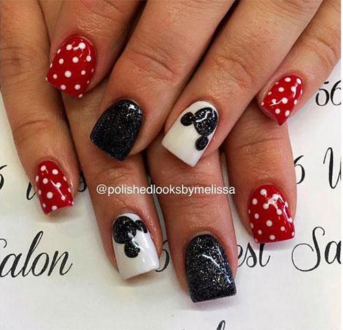 Christmas-Disney-Nails-Art-Designs-2020-Holidays-Nails-8