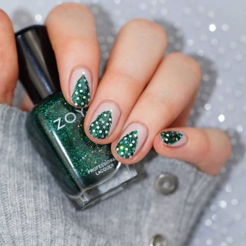 Christmas-Tree-Nail-Art-Ideas-2020-December-Nails-12