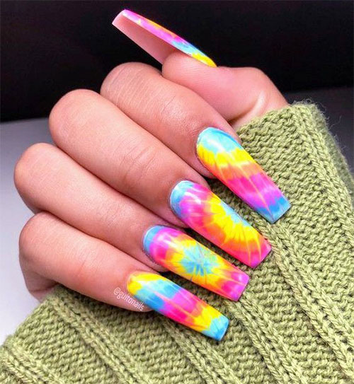 15-Neon-Nail-Art-Designs-To-Try-Out-This-Summer-2021-3